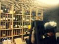Podziemia enoteki skrywające alpejskie wina