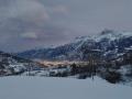 Widok na dolinę zimą z drogi