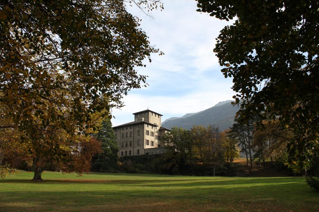 Zamek Gamba w Chatillon. Widok z ogrodu.