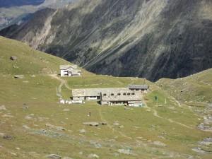 Na zdjęciu schronisko Vittorio Sella al Lauson - masyw Gran Paradiso, na trasie Tor des Geants. Źródło www.wikipedia.it