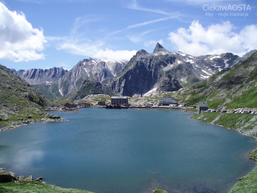 Wielka Przełęcz Świętego Bernarda latem.