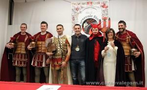 Bohaterowie spektaklu karnawałowego: czort, biskup Marcin i rzymscy żołnierze
