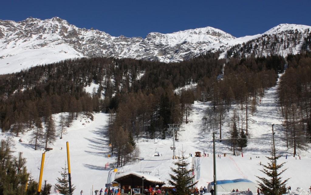 Stacja narciarska w  Rhêmes – Notre – Dame. Na zdjęciu inaugurowany w sezonie 2013/2014 nowy wyciąg krzesełkowy.
