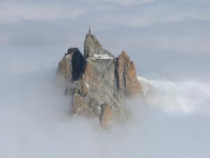 Aiguille du Midi po francuskiej stronie masywu Mont Blanc