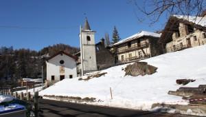 Trasa Salassi zimą. Na zdjęciu kapliczka w miejscowości Verrogne
