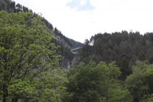 Taras widokowy na masyw Mont Blanc zawieszony 160 m nad rzeką Dora di La Thuile
