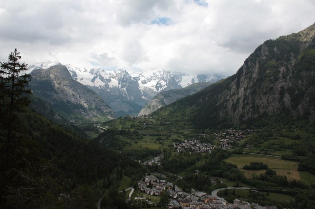 Widok na masyw Mont Blanc z tarasu.