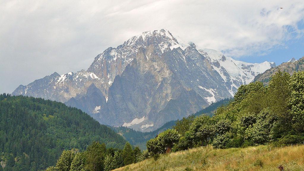 Mont Blanc widziany z Doliny Aosty. Źródło: