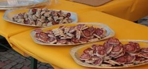 Degustacja salami na jednym z festynów.