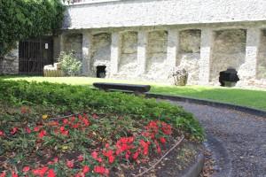 Cryptoporticus w Aoście widziany z ogrodu przed wejściem.