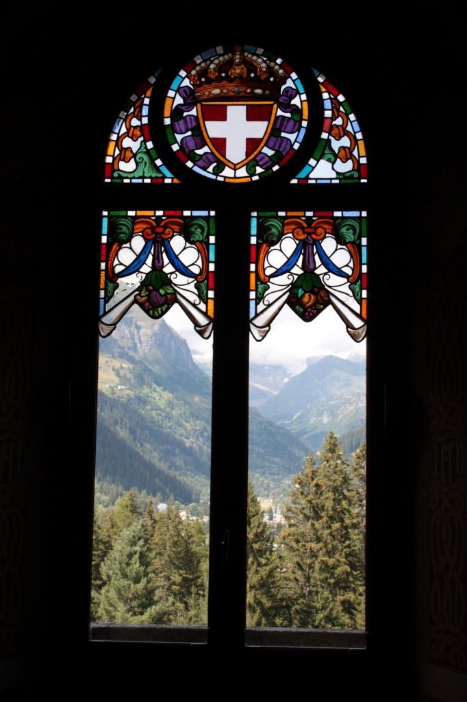 Widok na masyw Monte Rosa z wnętrza Zamku Savoia.