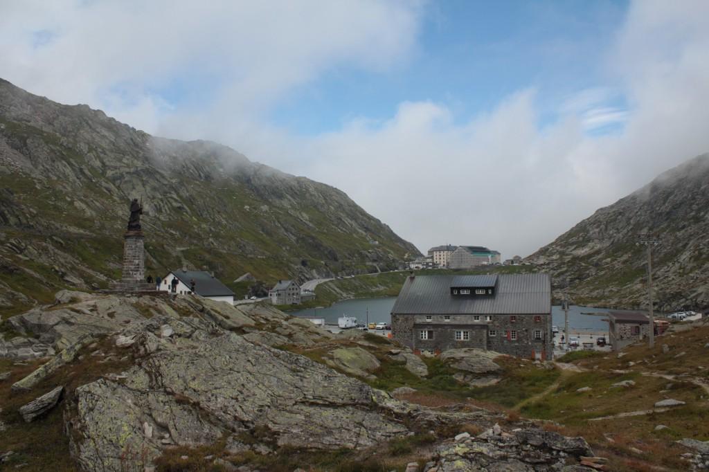 Widok na Wielką Przełęcz Świętego Bernarda od strony Włoskiej