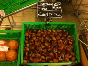 Jadalne kasztany są już dostępne w sklepach, ale ja czekam na te, które sama zbiorę w lesie :-)