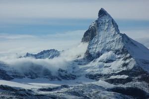 Widok na wschodnią ścianę Matterhorn. Źródło TU