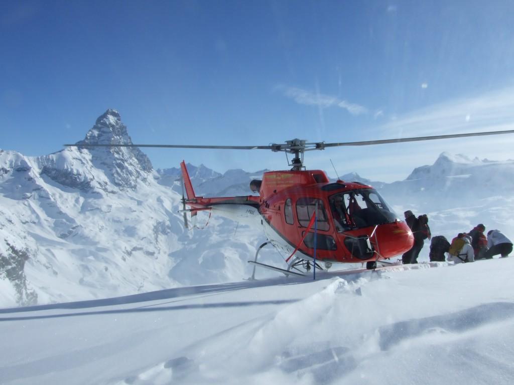 Heliski w Dolinie Aosty u stóp Matterhorn.