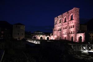 Tour Fromage obok Teatru rzymskiego
