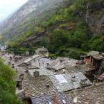 Kamienne dachy w miejscowości Bard