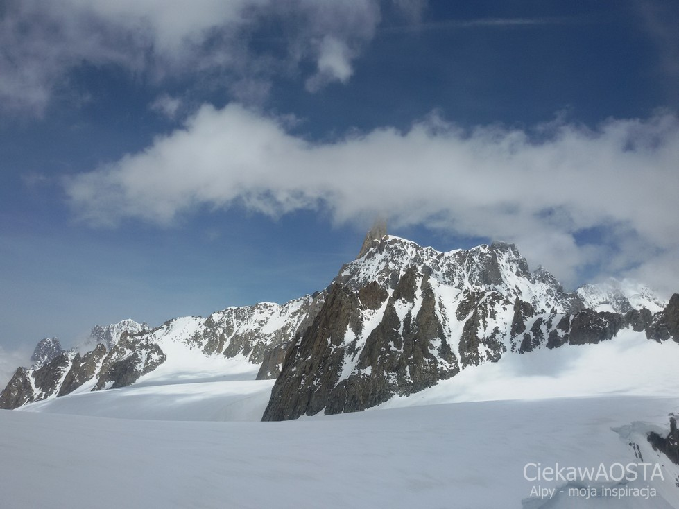 Widok na szczyt Il Dente del Gigante (Ząb Giganta :-) z tarasu Schroniska Torino.