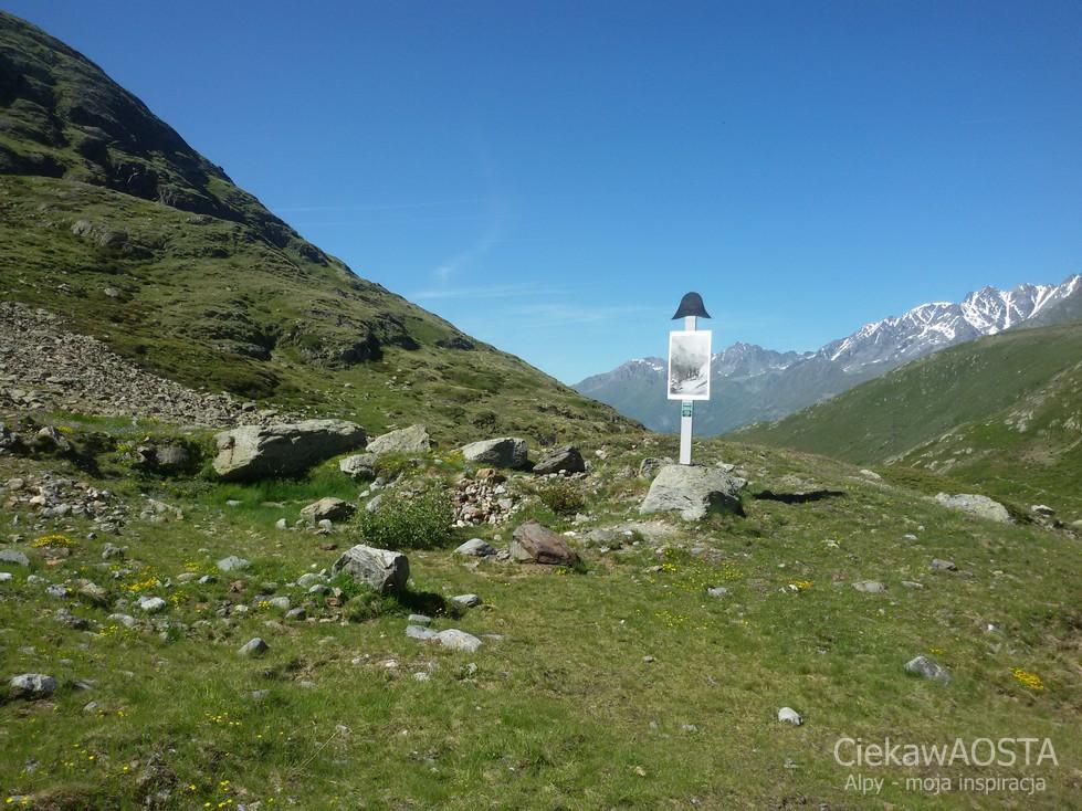 Po szwajcarskiej stronie przełęczy Via Francigena.