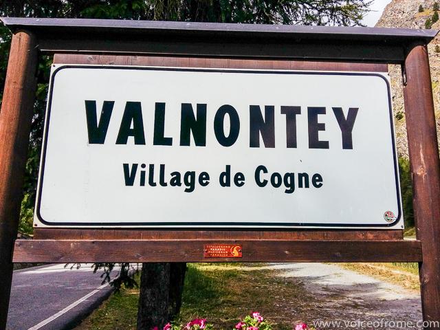 W Valnontey rozpoczyna się trasa do Rifugio Sella.