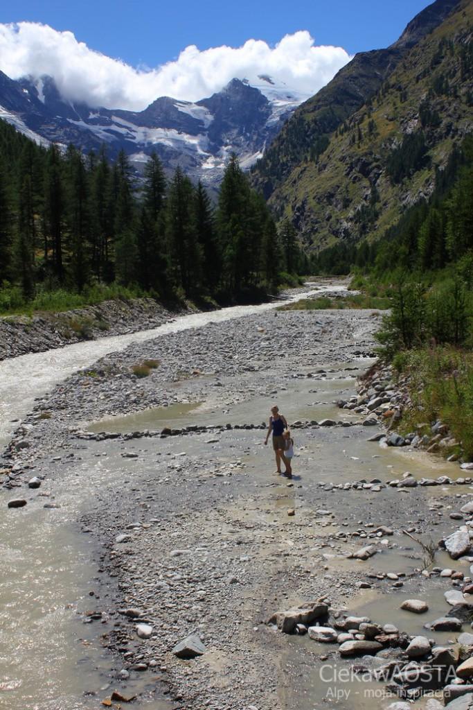 Rzeka w Valnontey, a w niej my :-)