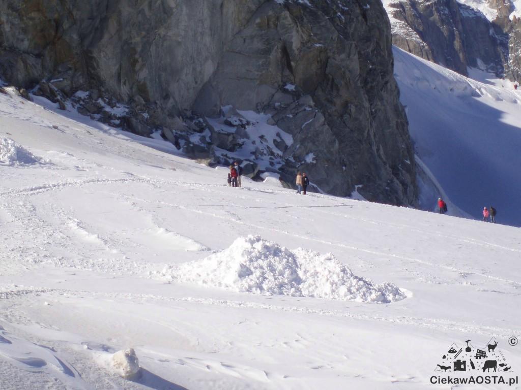 W 2008 roku wyszłam na lodowiec na stacji Punta Helbronner. Nie byłam przygotowana, na usprawiedliwienie mogę napisać, że trzymałam się ubitego szlaku i nie wyszlismy daleko.
