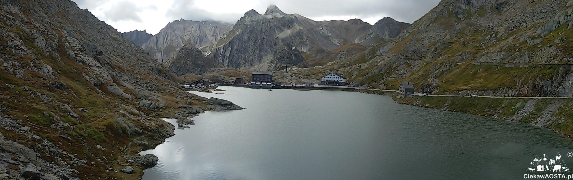 Wielka Przełęcz Świętego Bernarda, widok na włoską stronę.