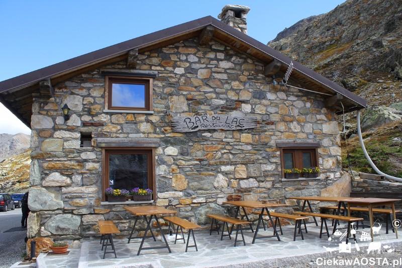 Mała restauracja Bar du Lac na przełęczy