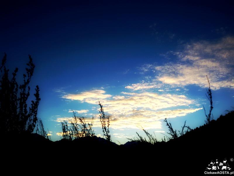 Wczorajsze niebo nad Aostą. Nic tylko patrzeć. Mniej bloga, więcej życia! Tak!