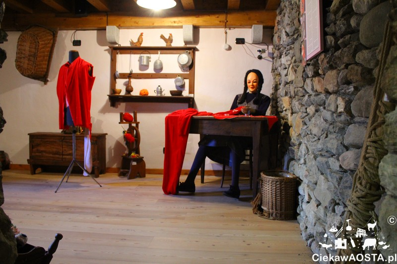 Ekspozycja muzeum: szycie kostiumów karnawałowych.