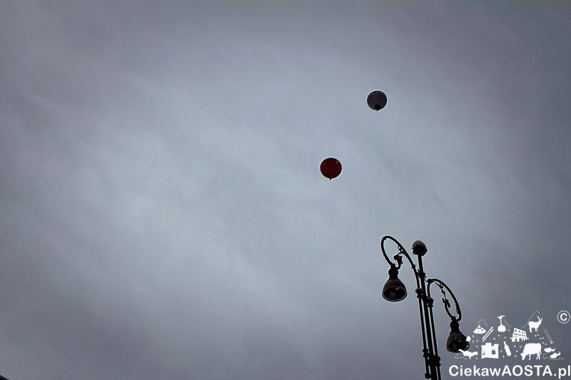 Chmury, chmury i balony.