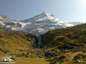 U podnóża Monte Grivola, 3969 m n.p.m., podczas jednego z wysokogórkich trekkingów w Valle d'Aosta.