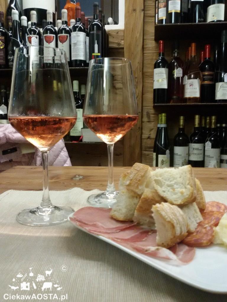 Aperitivo con un rosé w In Bottiglieria.