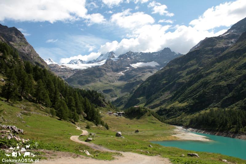 Schroniska górskie w Alpach oferują takie właśnie widoki! Na zdjęciu droga do schroniska Prarayer w Bionaz na wys. 2000 m n.p.m.