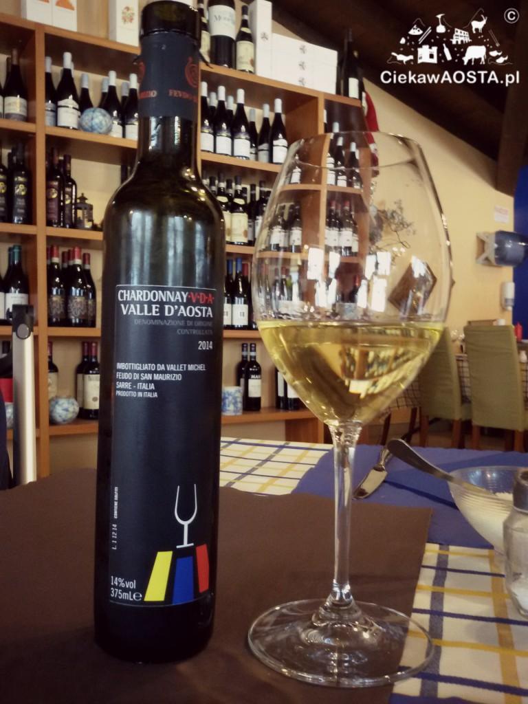 Włoski rynek wina skupia prawie 400.000 producentów, na zdjęciu wino z Doliny Aosty z oznaczeniem DOC.