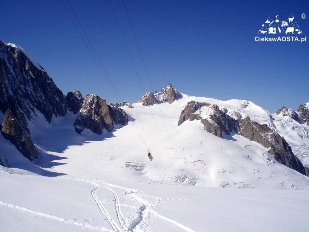 Lodowiec na Punta Helbronner masywu Mont Blanc, dostępny ze schroniska Torino.
