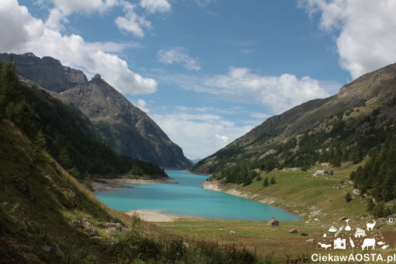 Taki widok na jezioro oferuje schronisko Prarayer (z tych ławek wyżej :-) .