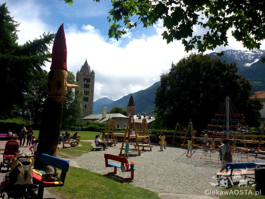Plac zabaw Sant'Orso w centrum Aosty.