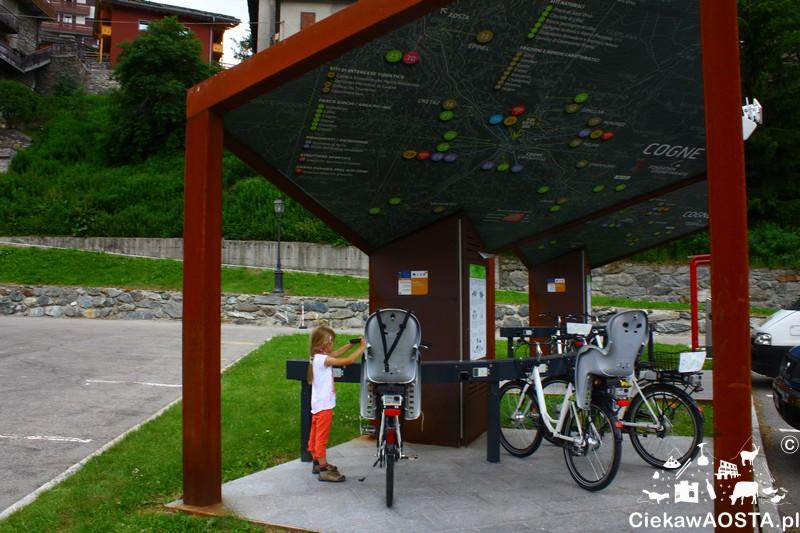 Rowery elektryczne są dostępne również z fotelikami dla dzieci.