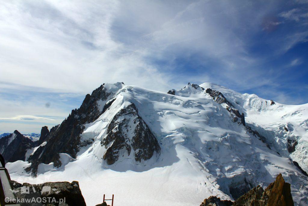 Mont Blanc 4810 widziany z tarasu widokowego na Aiguille du Midi.