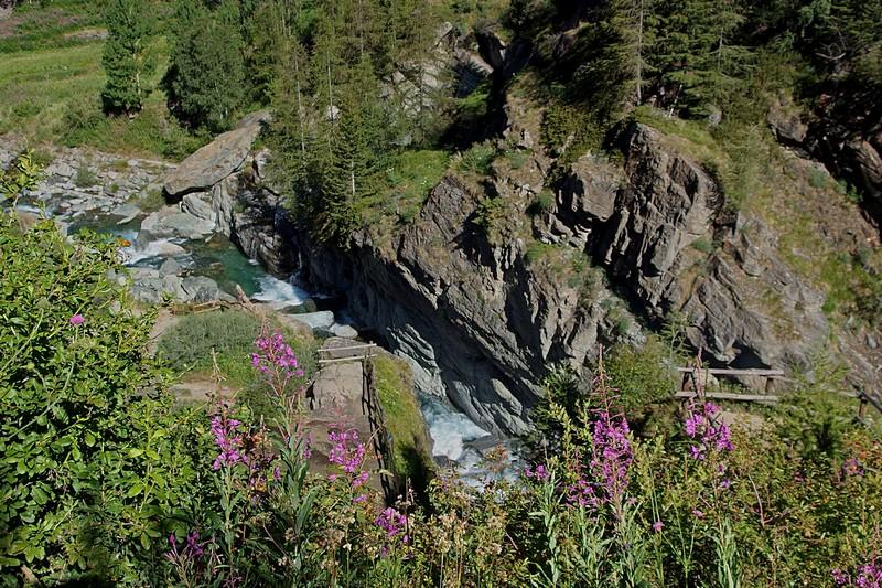 Wodospady w Lillaz, w miejscowości Cogne