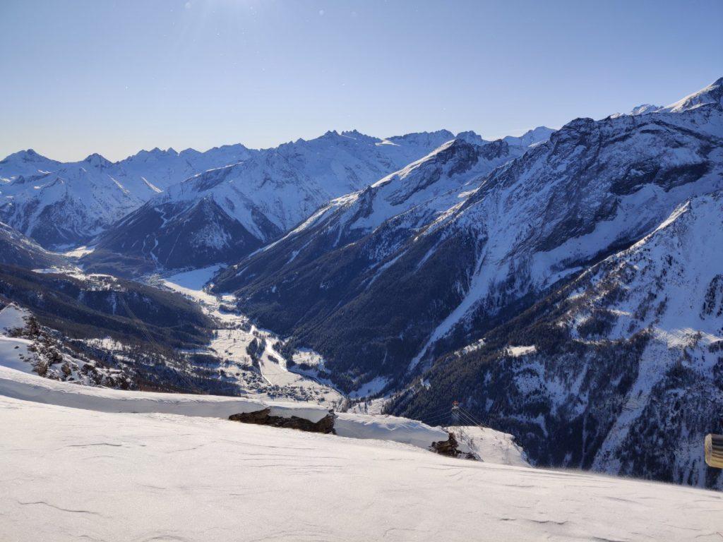 Widok na dolinę Cogne z tras narciarskich w Pila