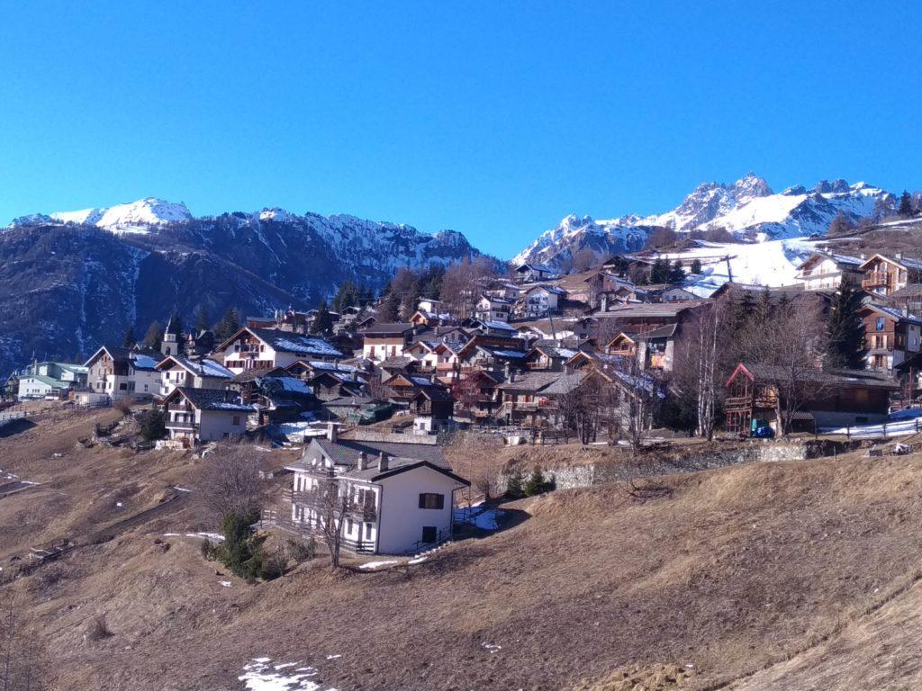 Najpiękniejsze miasteczka w górach - Perły Alp. Na zdjęciu Chamois
